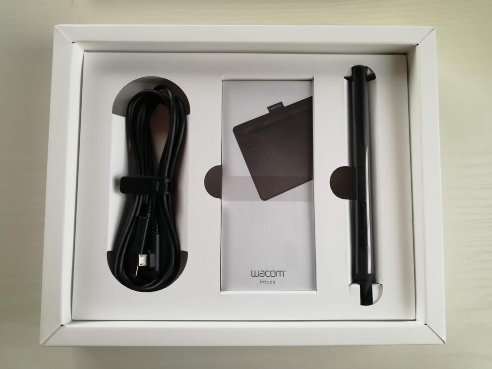 Wacom Intuos Smallワイヤレス 箱の内装2